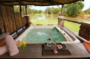 Mfuwe_Lodge_Spa_Wetu
